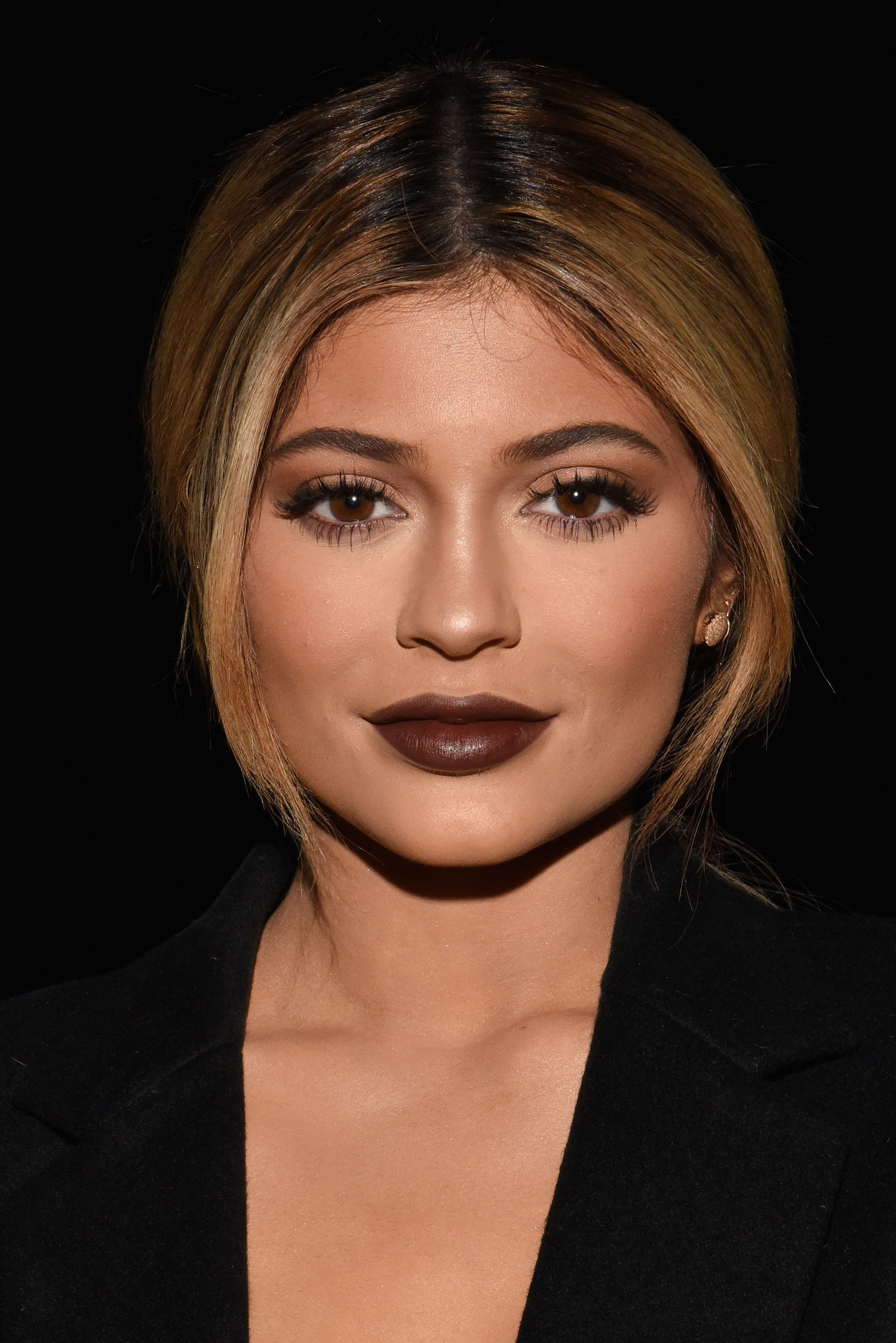 Brown lips – top trend of upcoming season